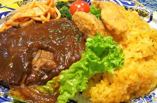 或る日の夕食 ドライカレー&ハンバーグプレート ダメだこりゃ (^▽^;) (3).JPG
